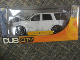 Dub City Lincoln Navigator Die Cast Metal 124 scale