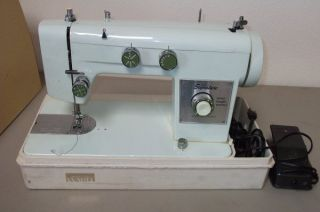Montgomery Wards Signature Stitch Sewing Machine **GUC**UHT J265C