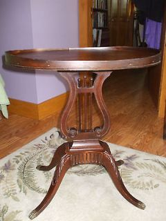 ANTIQUE DUNCAN PHYFE SIDE TABLE   REFINISHED