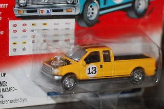 2001 Johnny Lightning 2000 Ford F 250 Pick Up Truck Yellow Racer Rebel