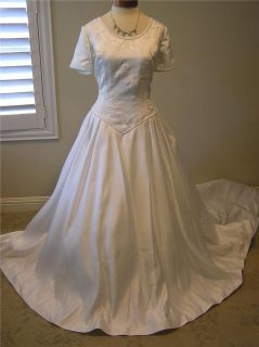 NWOT ETERNITY Modest Short sleeve Wedding dress Bridal gown White