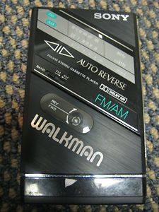 SONY WALKMAN WM F100 II RADIO CASSETTE PLAYER AUTO REVERSE AM FM
