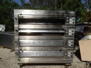Commercial SS Electric Pizza Oven w 4 Racks for Sale in Good Condition