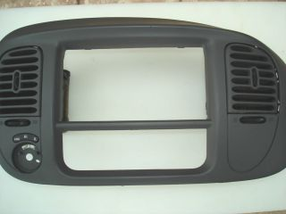 97 02 FORD F 150 Expedition Radio Climate Dash Trim Bezel YL1X 7804302