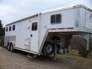 Horse Trailer with Living Quarters 2004 FEATHERLITE3 Slant Gooseneck