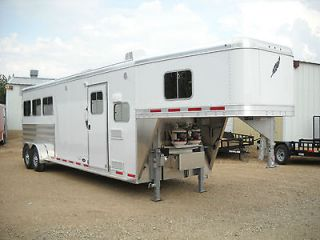 FEATHERLITE LIVING QUARTERS Model 8533 25FT Three Horse Slant