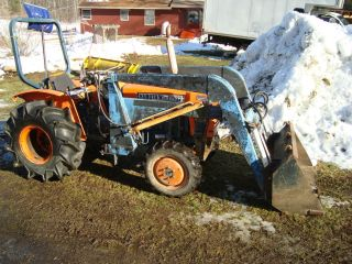 Kubota L 225 DT 4 wheel drive compact tractor with front loader Diesel
